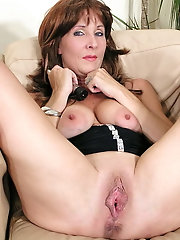 Older mademoiselle wants to blowjob the male